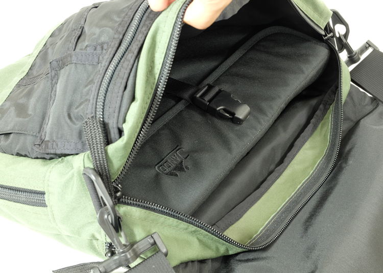Cap Horizontal inside Esek Briefcase